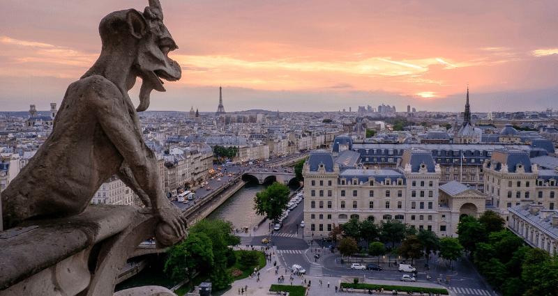 Gargoyle, paris skyline